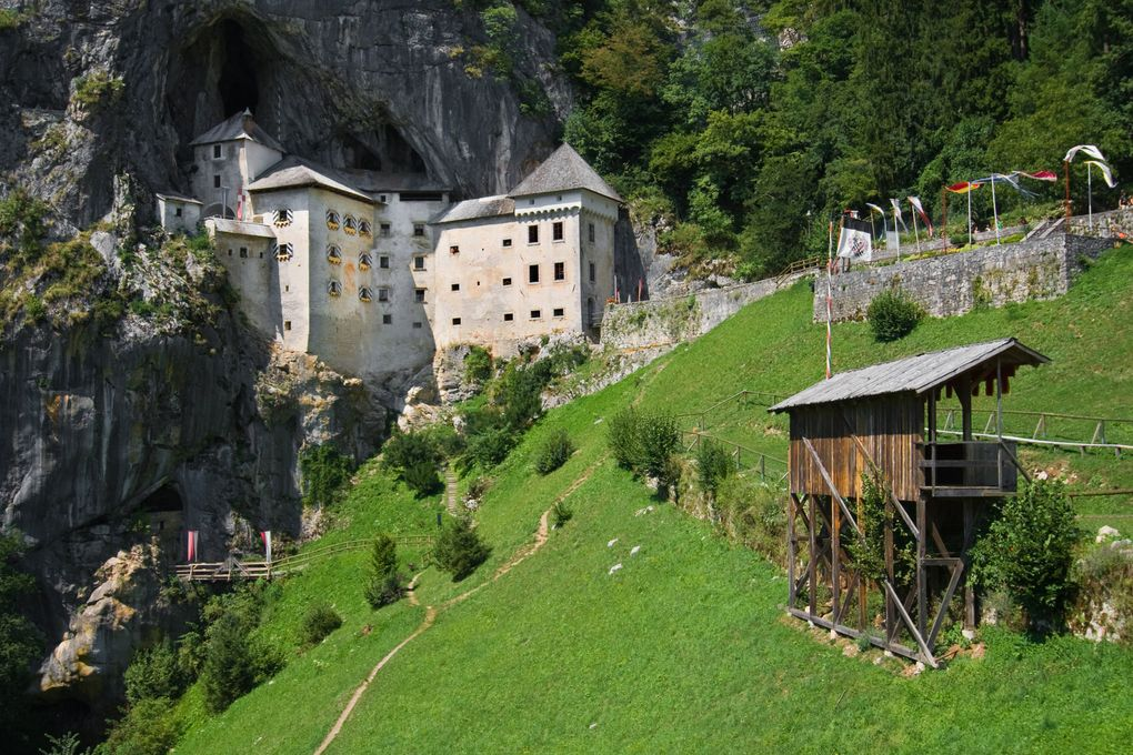 predjama-castle-and-postojna-cave-tour-from-ljubljana_249562_usyveit.jpeg