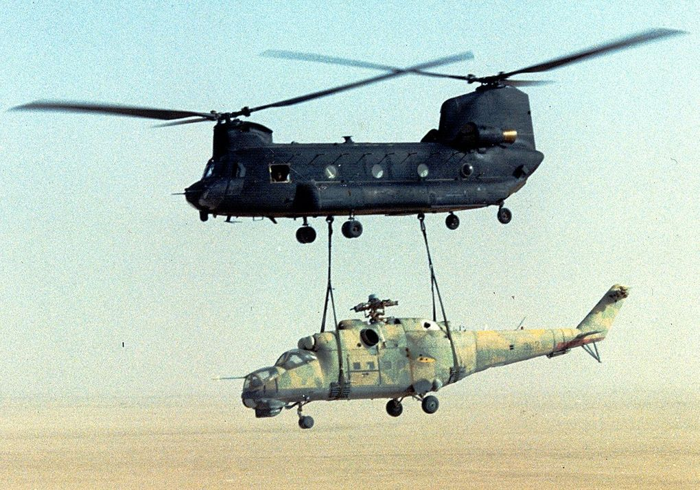 us_army_160th_soara_ch-47_sling-load_a_mi-24_out_of_chad-operation_mount_hope_iii.jpg